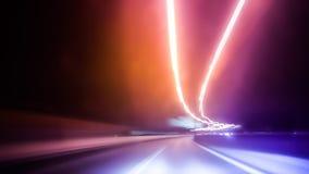 Traffico lungo di notte di esposizione immagine stock libera da diritti