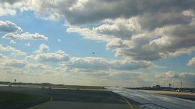 Traffico nell'aeroporto di Francoforte video d archivio