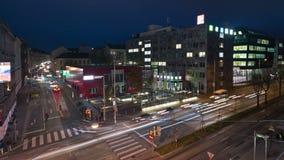 Traffico notturno al rallentatore a Vienna archivi video