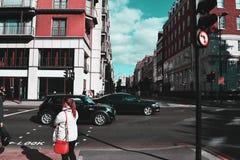 Traffico occupato delle vie Colourful di Londra fotografia stock libera da diritti