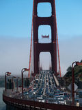 Traffico pesante sopra golden gate bridge Fotografia Stock