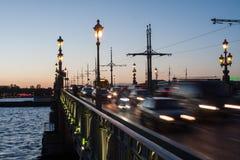 Traffico pesante sulla sera del ponte Immagine Stock Libera da Diritti