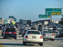 Traffico regionale su I-405, una delle autostrade senza pedaggio più occupate del sud di California's Immagine Stock