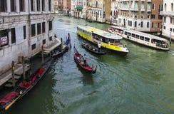 Traffico sopra lui canal grande Fotografia Stock
