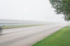 Traffico stradale nebbioso Fotografie Stock Libere da Diritti