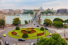 Traffico sul ponte a catena di Szechenyi immagini stock