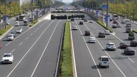 Traffico sul viale di Tianfu a Chengdu video d archivio