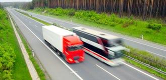Traffico sulla strada principale. fotografia stock libera da diritti