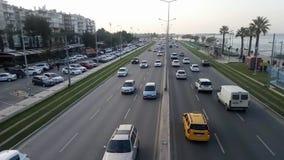 Traffico sulla via alla spiaggia - Smirne archivi video