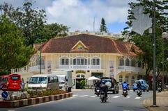 Traffico sulla via principale in Dalat, Vietnam Immagine Stock