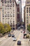 Traffico in via di Monroe in Chicago Fotografia Stock