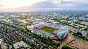 Trafford velho é um estádio de futebol maior Manchester Inglaterra e a casa do Manchester United Ideia aérea do futebol icônico G Fotos de Stock Royalty Free