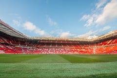 Trafford viejo es hogar del club del fútbol del Manchester United imágenes de archivo libres de regalías
