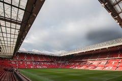 Trafford viejo es hogar del club del fútbol del Manchester United imagen de archivo libre de regalías