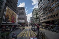 Trafik är fluid på Nathan Road i Kowloon, Hong Kong arkivfoton