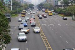 Trafik av hubinnanluvägen Arkivbilder