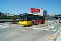 Trafik för Baoan 107 medborgareväg Arkivbilder