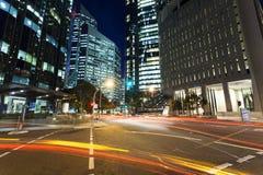 Trafik för Brisbane nattstad Royaltyfri Bild