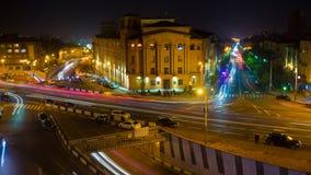 Trafik för cityscape för Tid schackningsperiod med bilder för rörelsesuddighet natt yerevan lager videofilmer