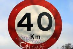 trafik för gränsteckenhastighet Arkivfoton