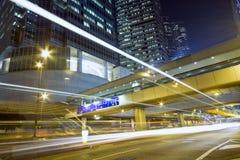 trafik för Hong Kong ljus nattplats Fotografering för Bildbyråer