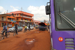 Trafik för Kabale bussstation arkivfoton