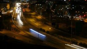 Trafik för stads- motorväg på rusningstiden Ljus slingatidschackningsperiod arkivfilmer