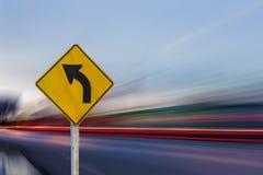 trafik för tecken för röda band för omvägrampekare träungefärlig Arkivfoton