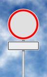 trafik för tecken för röda band för omvägrampekare träungefärlig Royaltyfri Fotografi