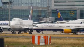 Trafik f?r Frankfurt flygplats stock video