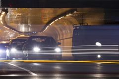 trafik f?r nattregnsnow royaltyfri foto
