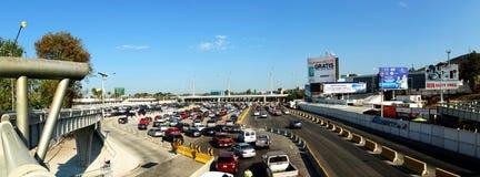 Trafik fodrar på gränskontroll på San Ysidro Royaltyfri Foto