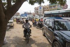 Trafik i Cambodja arkivbilder