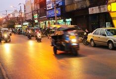 Trafik i Chiang Mai Arkivfoton