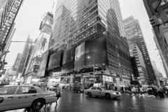 Trafik i den New York City midtownen Manhattan fotografering för bildbyråer
