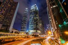 Trafik i Hong Kong på natten fotografering för bildbyråer