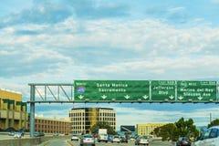 Trafik i motorväg 405 Royaltyfria Bilder