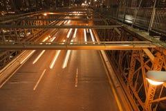 Trafik i natten Arkivfoto