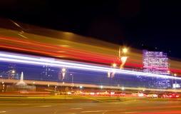 Trafik i Philadelphia på natten Royaltyfri Fotografi