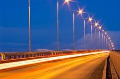 Trafik med ljusa strimmor Fotografering för Bildbyråer