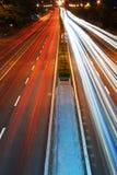 Trafik med suddiga spår från bilar Royaltyfri Foto