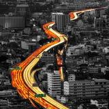 Trafik och suddiga ljusa slingor Royaltyfri Fotografi
