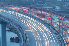 Trafik på bron Royaltyfri Bild