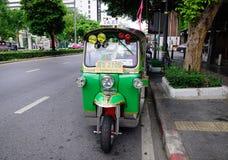 Trafik på centret i Bangkok, Thailand Royaltyfri Foto