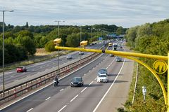 Trafik på den brittiska motorwayen M5: West Bromwich Birmingham, UK royaltyfria bilder