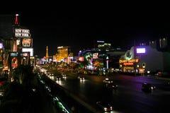 Trafik på den Las Vegas remsan Arkivfoto