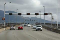 Trafik på den Tasman bron, Hobart royaltyfria foton