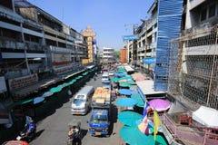 Trafik på den Wichayanon vägen Nära Kad Luang Arkivbild