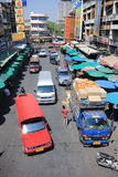 Trafik på den Wichayanon vägen Nära Kad Luang Royaltyfria Bilder