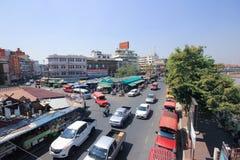Trafik på den Wichayanon vägen Nära Kad Luang Arkivbilder